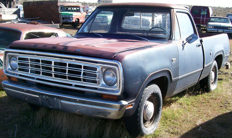 1976 Dodge D100 Custom 1/2 Ton Sweptside Pickup Truck For Sale