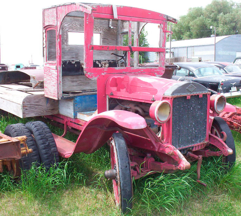 1925 Diamond T Model U3 2 1/2 Ton Flatbed Truck For Sale