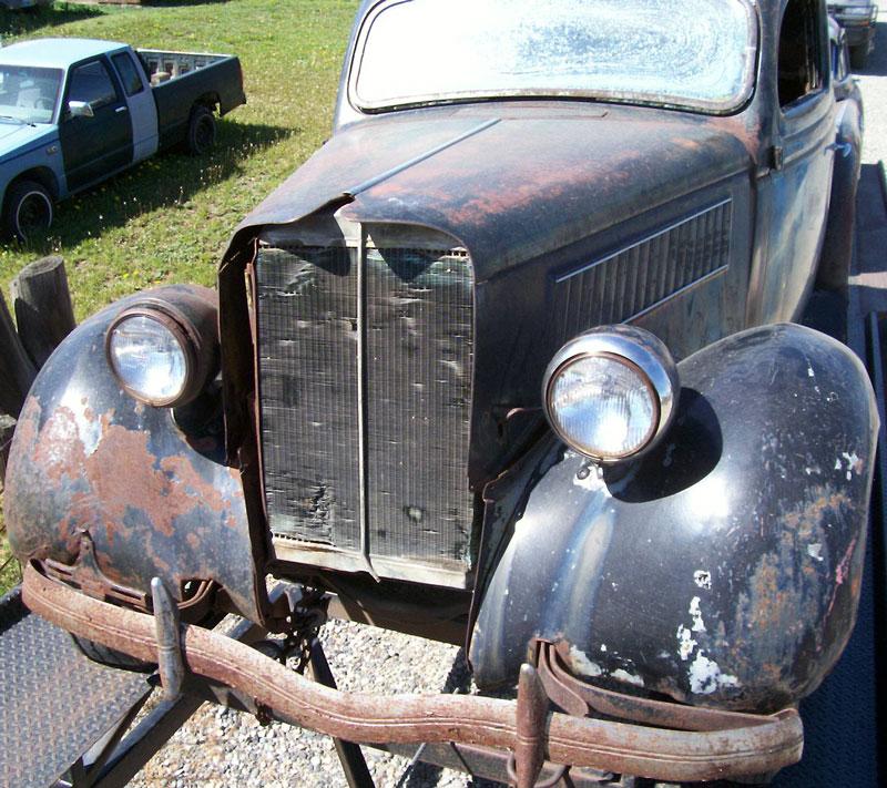 1935 Ford Standard Model 48 V 8 Tudor Trunk Back Sedan For