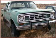 1974 Dodge W100 Club Cab 4X4 Power Wagon 1/2 ton Pickup Truck For Sale $3,000 right front view